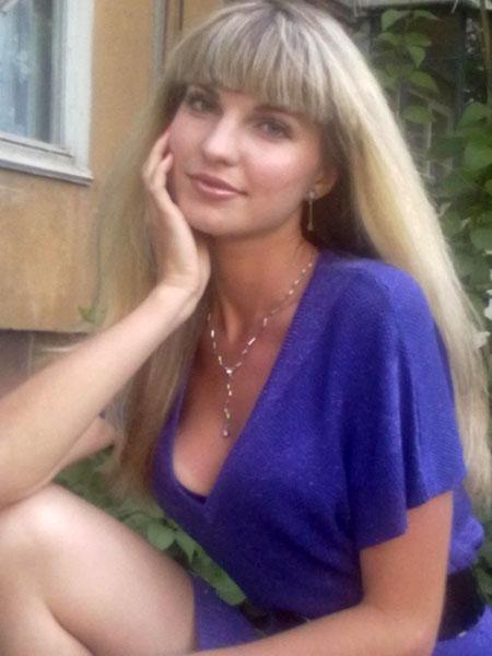Young women meeting - Heiratsagentur.ua-marriage.com